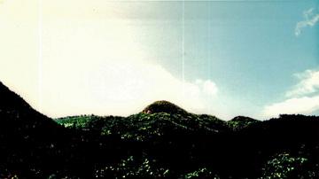 故郷の神々が住む山波.jpg