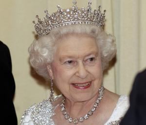 queen-dinner-rtr2g4ot.jpg